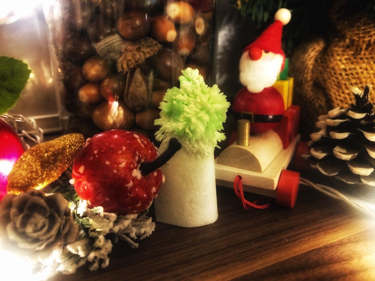作った結晶はクリスマスツリー風に飾れる! - アーテック 光る!結晶作り