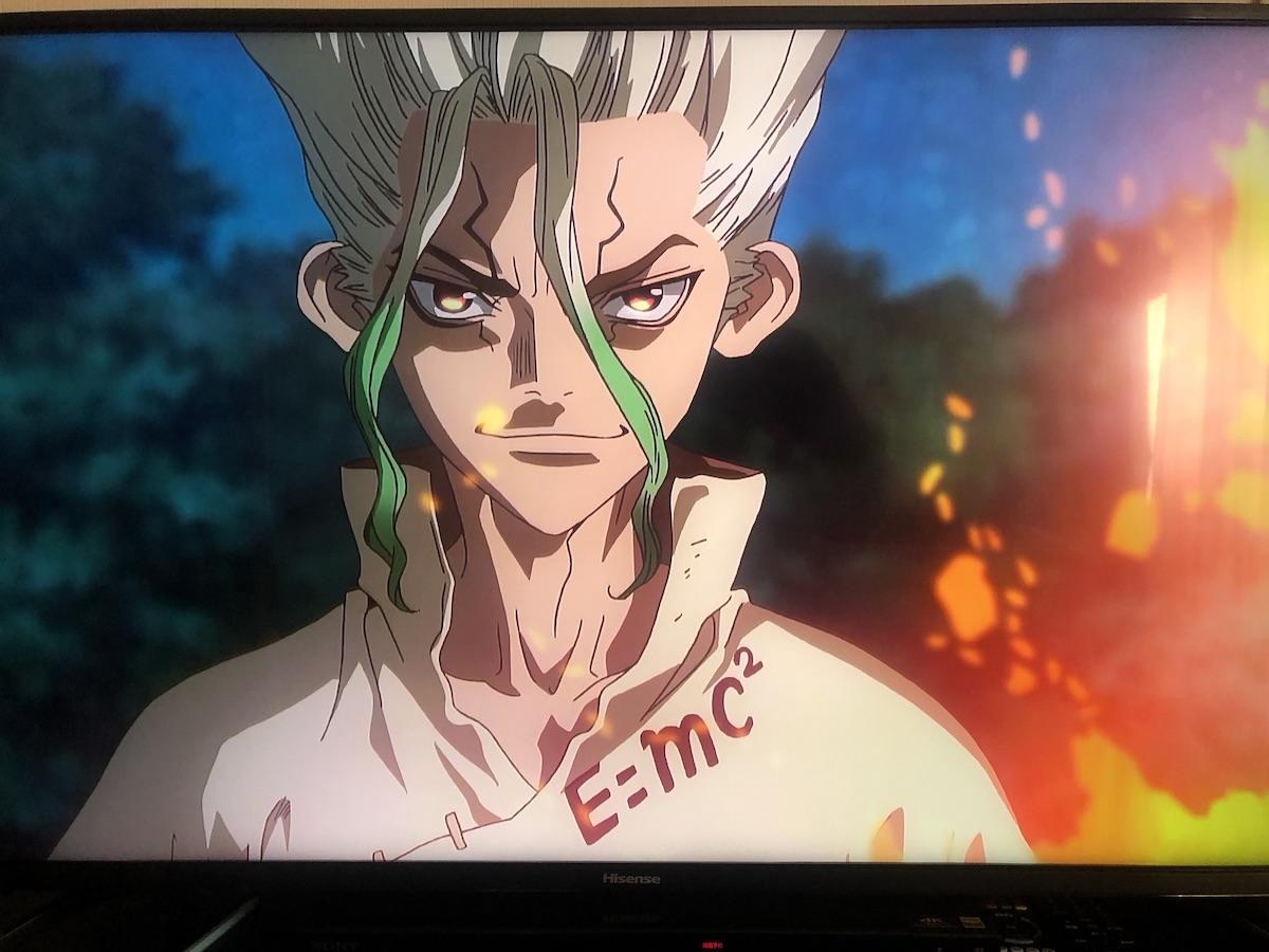 主人公・千空の服に「E=mc2」の表示