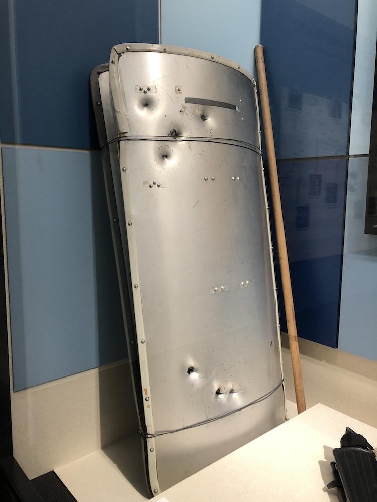浅間山荘事件で使用された防護盾 ポリスミュージアム